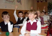 13:30.  Десятки тысяч украинских школьников учатся в ужасных условиях.