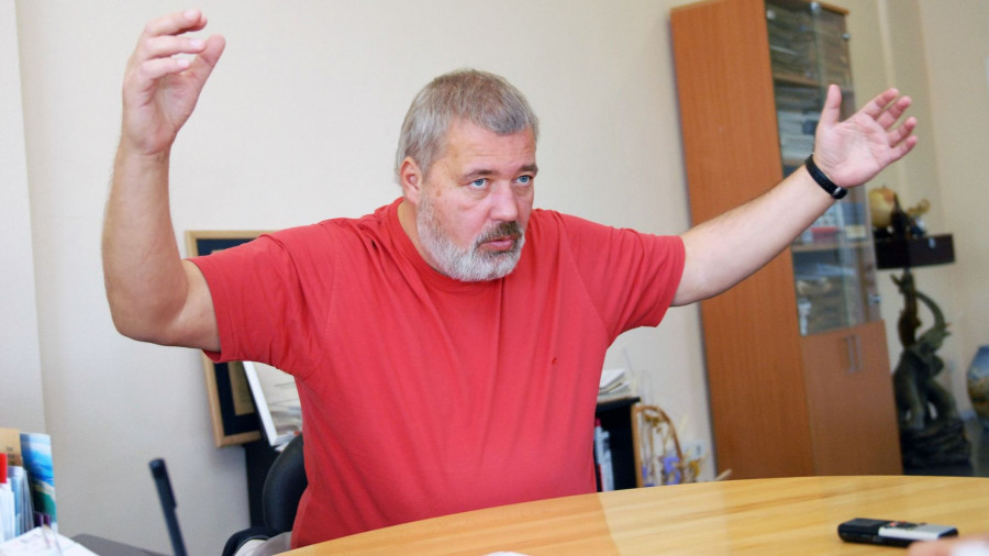 """Дмитрий Муратов в ИД """"Алтапресс""""."""